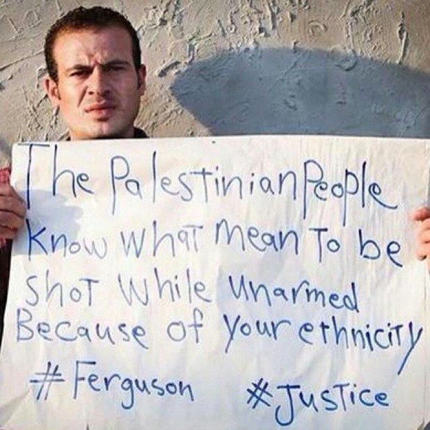 Hamde Abu tells Ferguson protesters that Palestinians know what it means to be shot for your ethnicity. Credit: Rana Nazzal (@zaytouni_rana) via http://www.tikkun.org/nextgen/is-it-right-to-compare-ferguson-to-gaza-reflections-from-a-jewish-protester